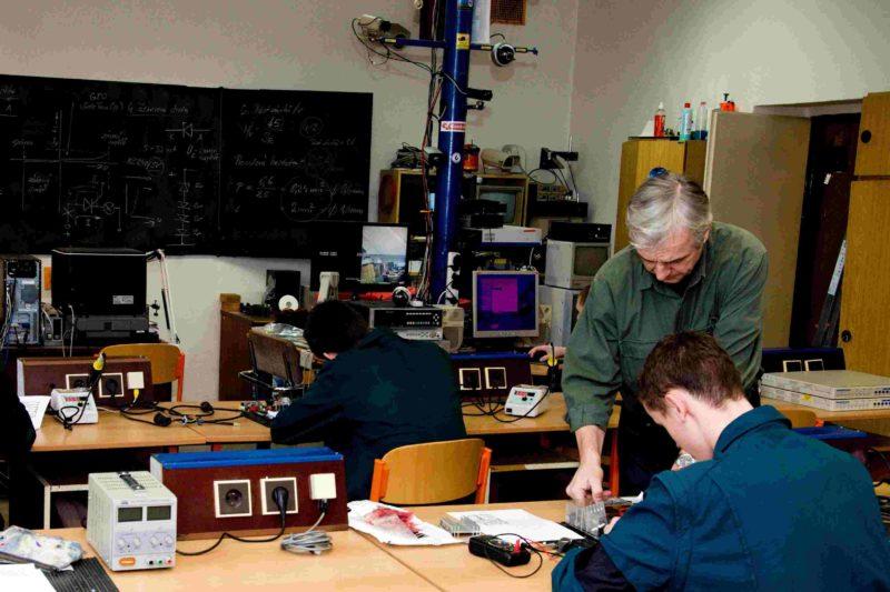 Stavba elektronického zařízení